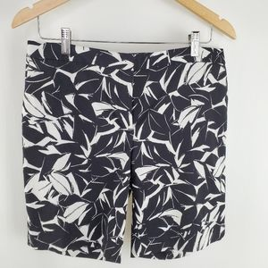 Mario Serrani size 8 shorts